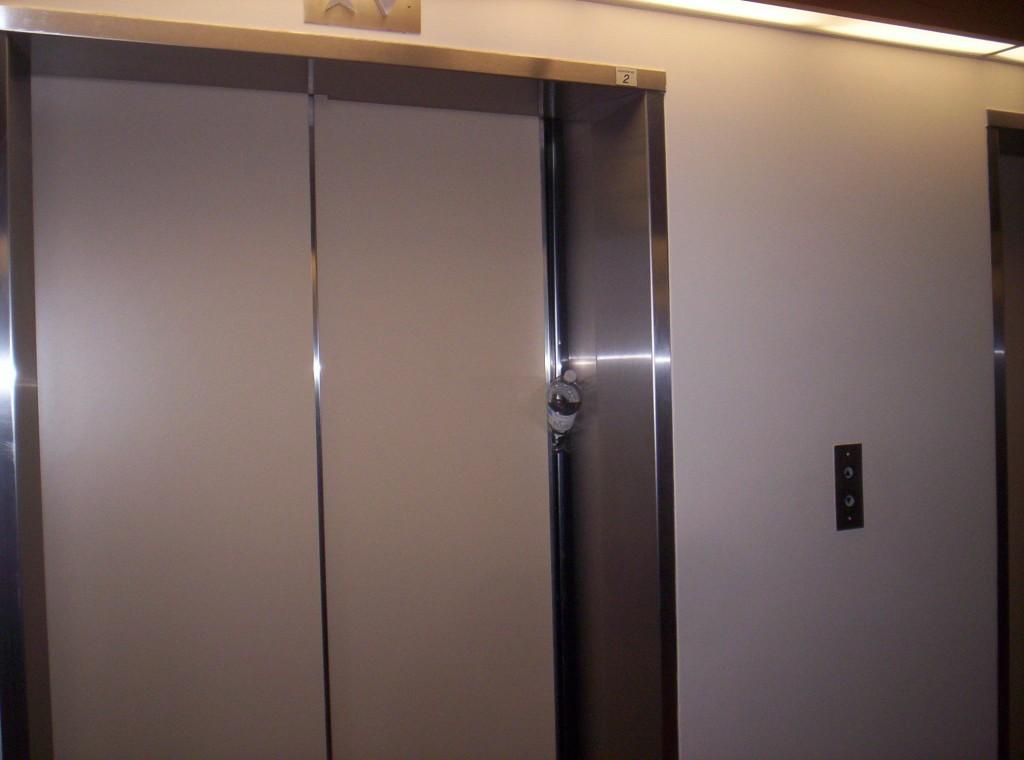 Elevator closing 2